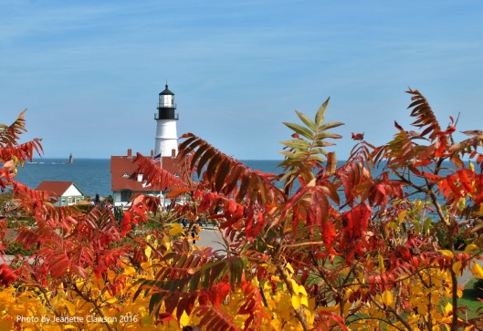 portland-head-lighthouse-and-fall-color