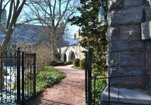 saint-peters-episcopal-gateway