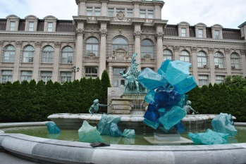 NYBG Chihuly blue in front of library