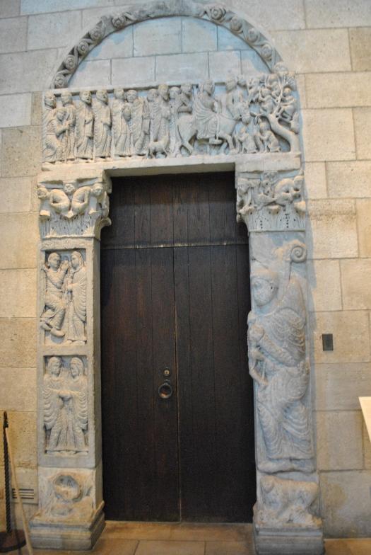 doorway san leonardo de frigido